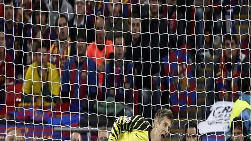 Van der Sar no puede evitar el gol de Messi