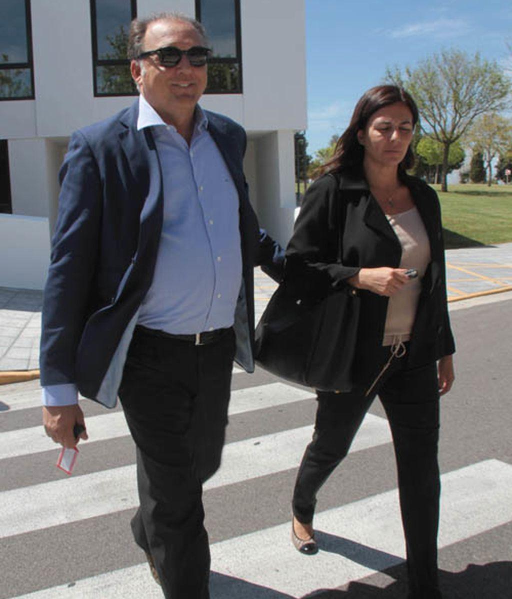Alejandro Sanz, roto de dolor en el funeral de su madre