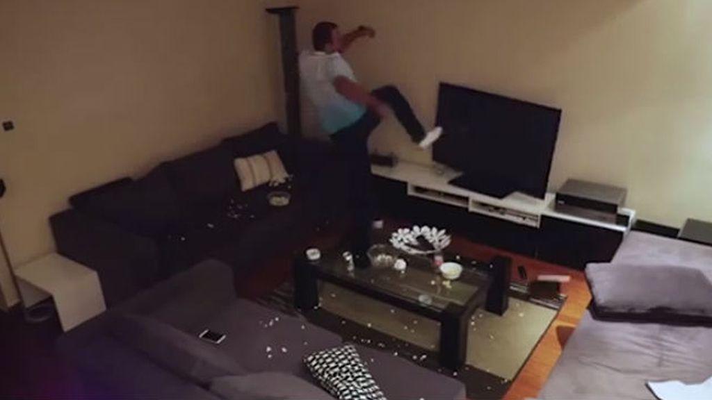 hombre rompe pantalla televisión Turquía