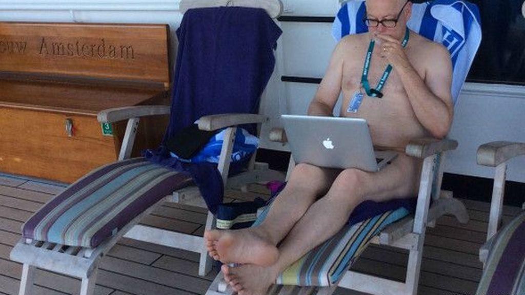 El hombre que pasó un año desnudo