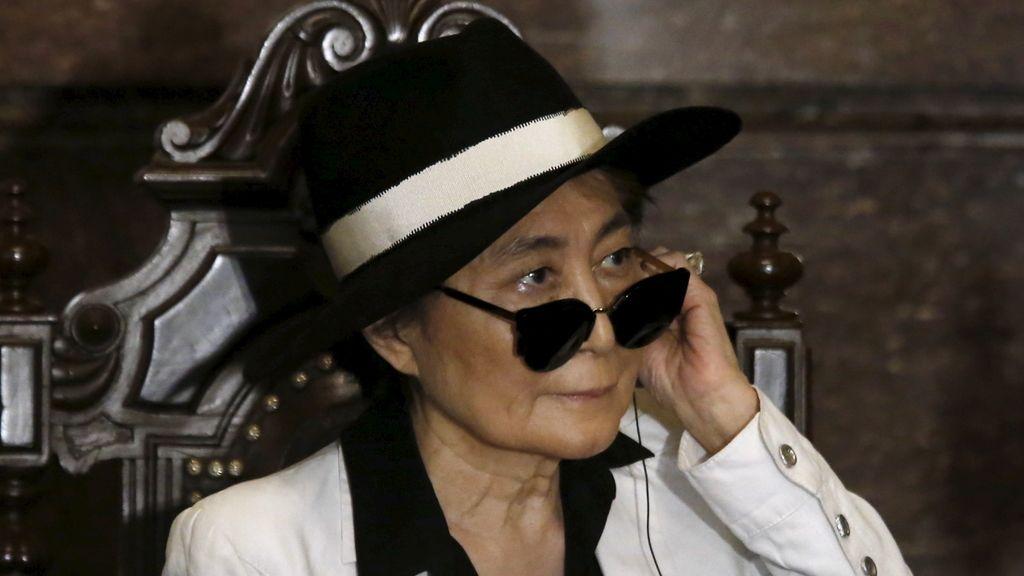 Yoko Ono es hospitalizada de urgencia