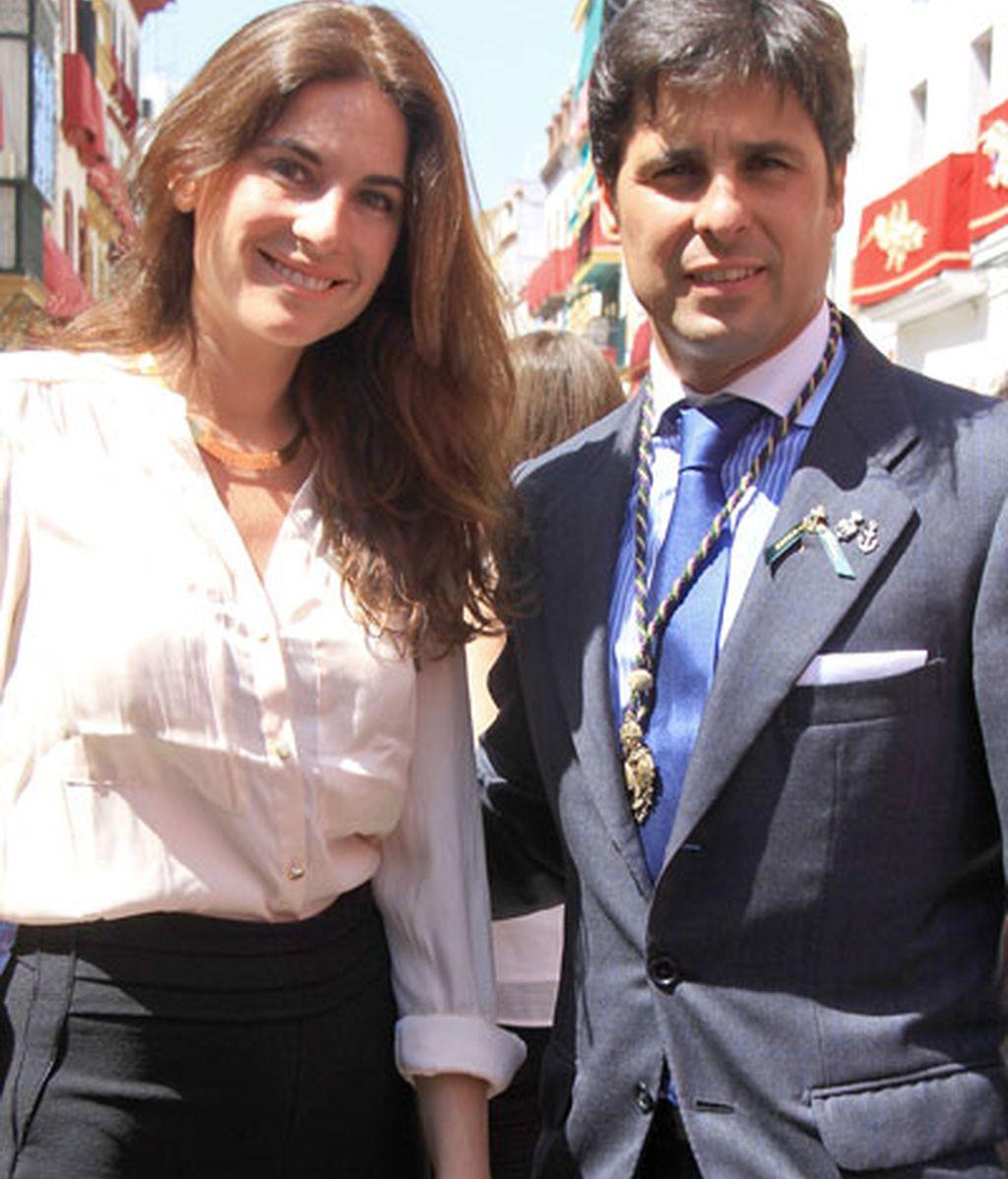 Fran Rivera y Lourdes, posado santo en Sevilla