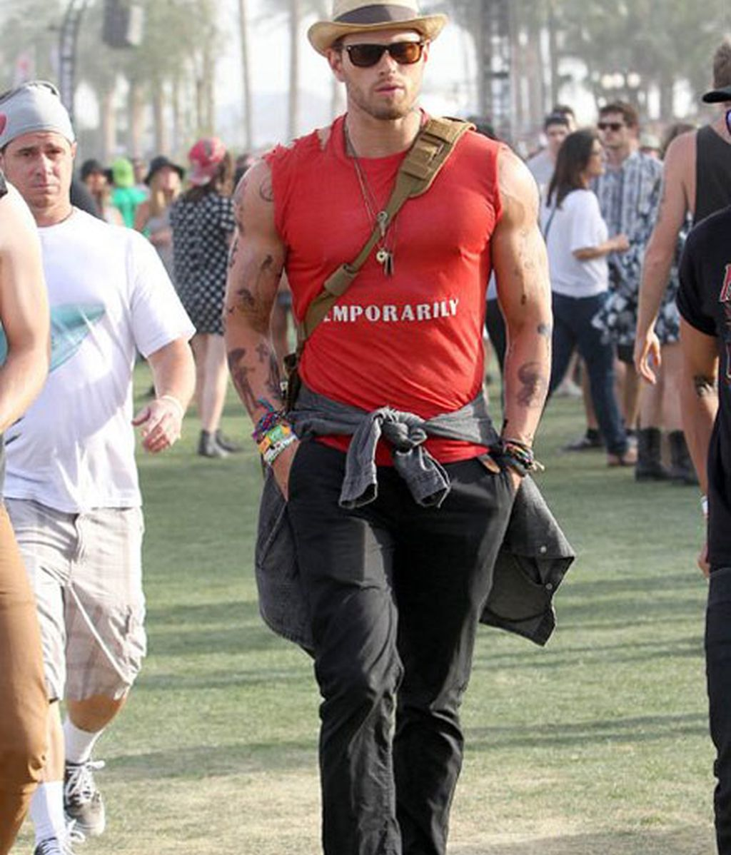 Kellan Lutz presumiendo de bíceps