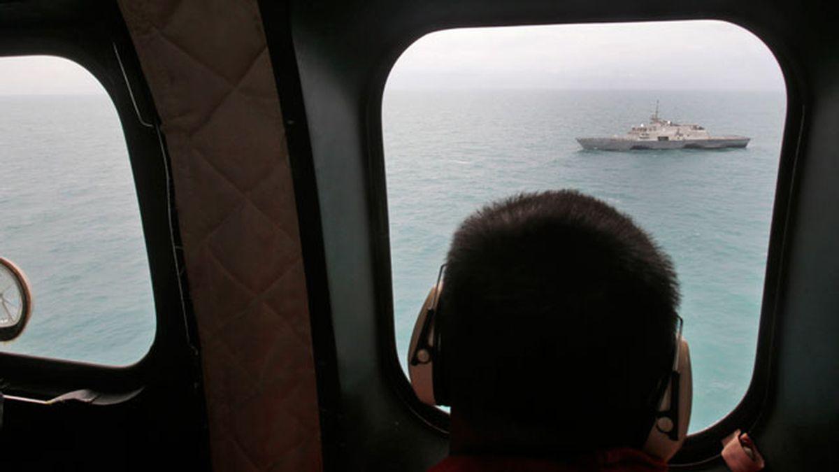 Sigue la búsqueda del avión de AirAsia accidentado
