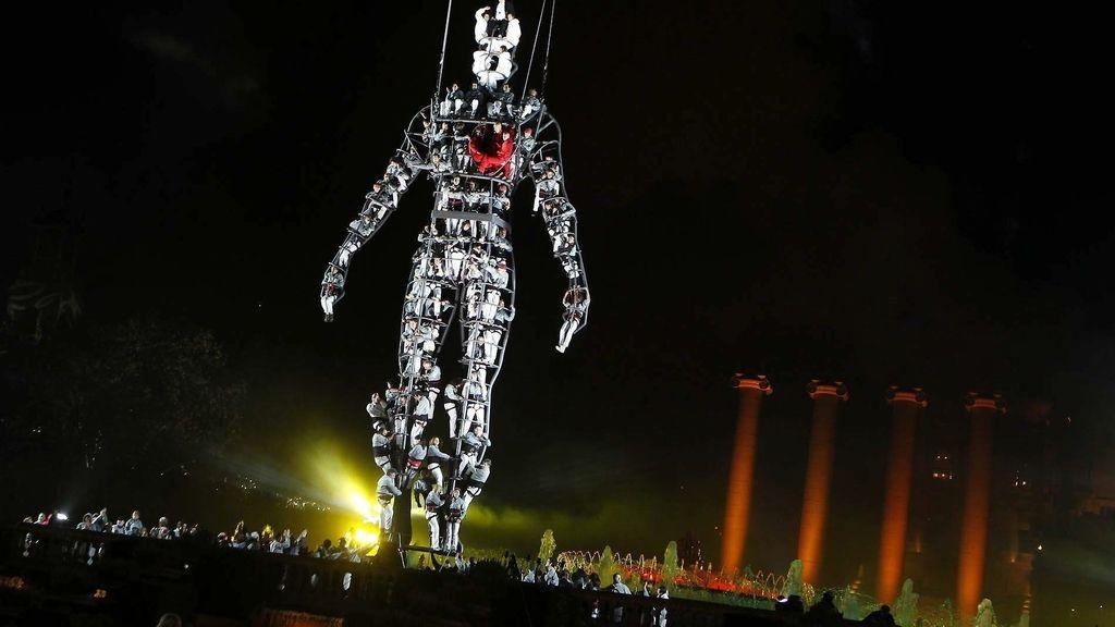 La 'Font Mágica' de Montjuic da la bienvenida al 2014