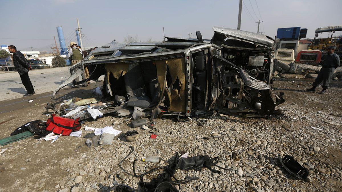 Mueren cuatro personas en un atentado suicida en Kabul contra la Embajada británica