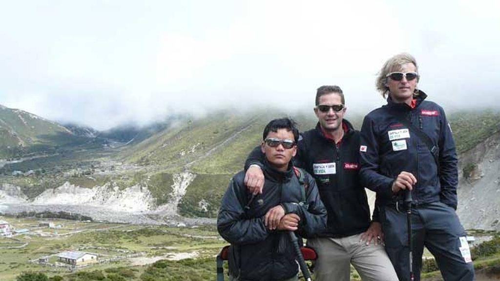 Jesús Calleja con su equipo