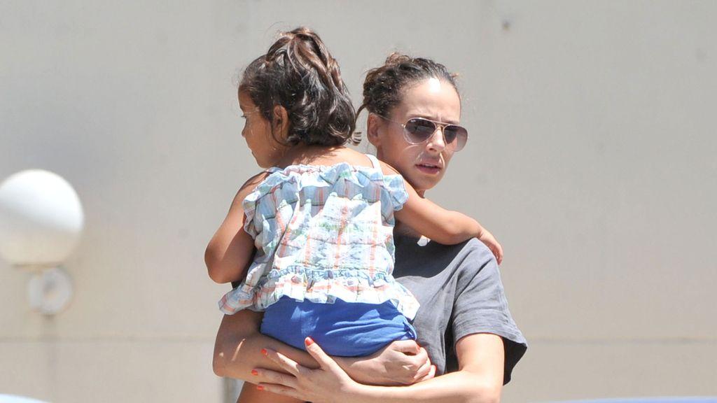 Eva González ejerciendo de madre