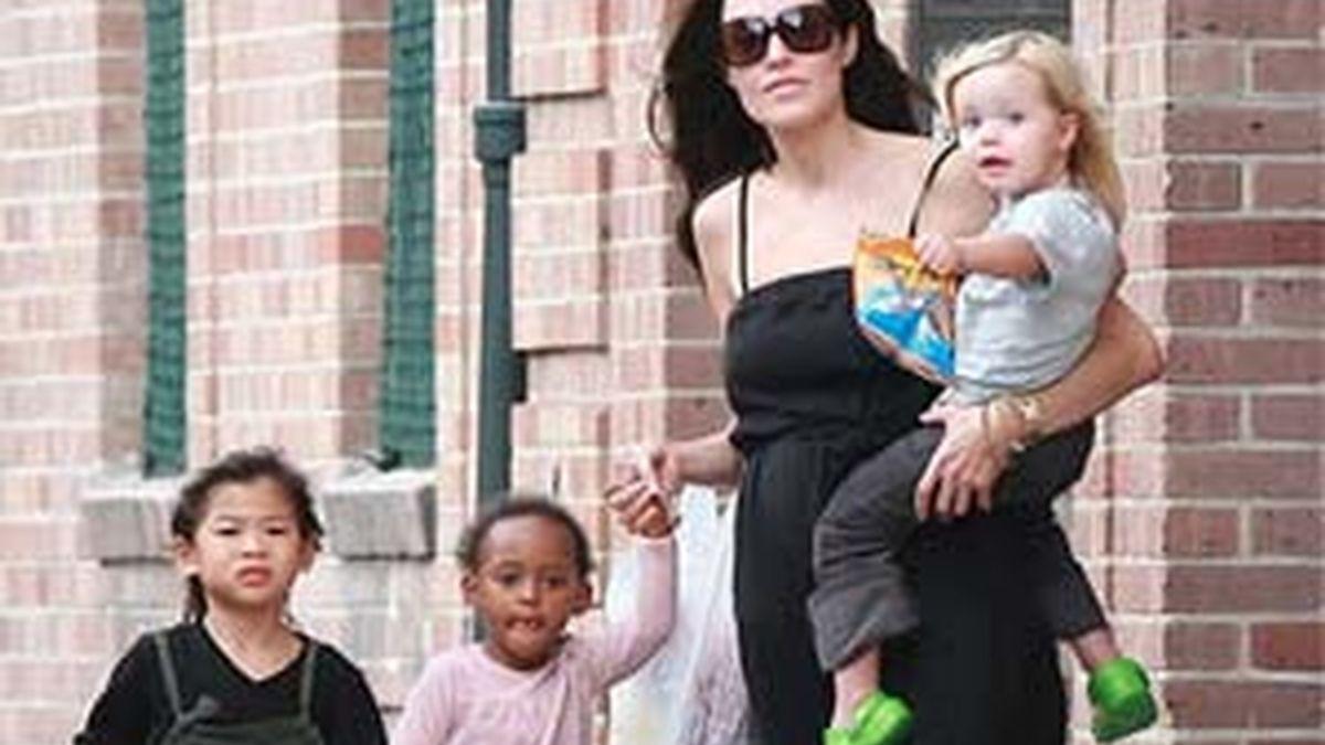 Los seis hijos de Angelina, desconcertados con las películas de su madre.
