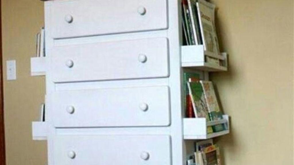 7. Añade cajones que ya no utilizas para crear una estantería y tener más orden en la habitación