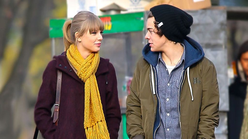 Taylor Swift y Harry Styles paseando juntos