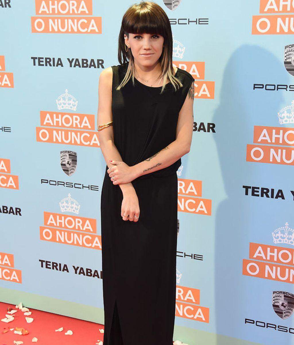 Angy optó por un vestido negro largo sin mangas