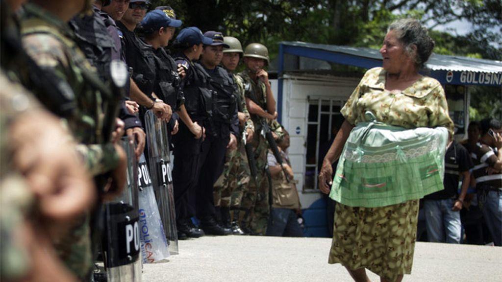 El Ejército bloquea la frontera de Honduras