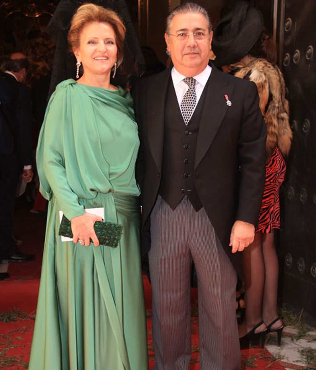 El alcalde de Sevilla, Juan Ignacio Zoido, junto a su mujer