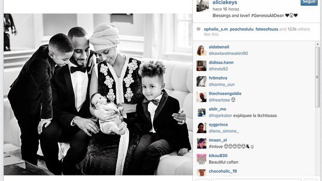 Alicia Keys presenta a Genesis Ali Dean con un bonito retrato familiar