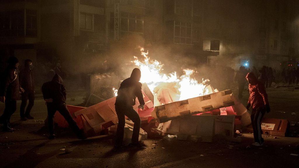 Incendian contenedores y destrozan marquesinas en una protesta en Burgos