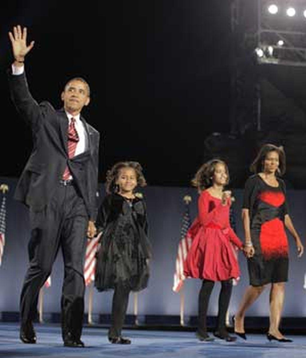 Obama, junto a su familia, tras ser elegido presidente. Foto: AP