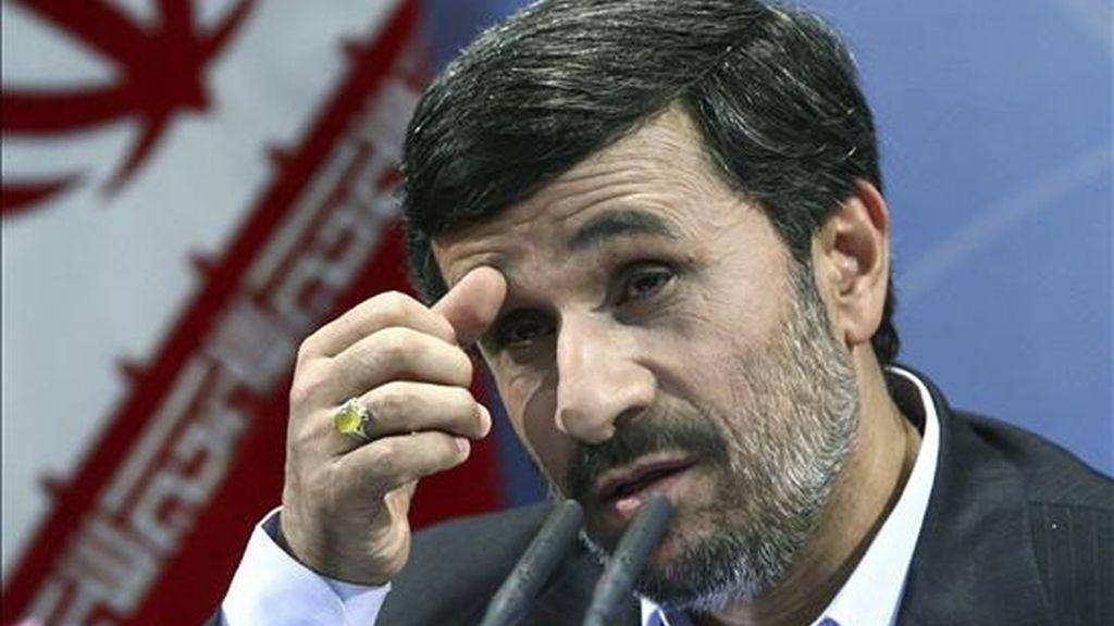El presidente iraní Mahmud Ahmadineyad ofrece una rueda de prensa en Teherán (Irán). EFE/Archivo