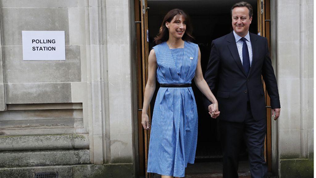 Cameron y su esposa votan en el referéndum sobre la permanencia en la UE