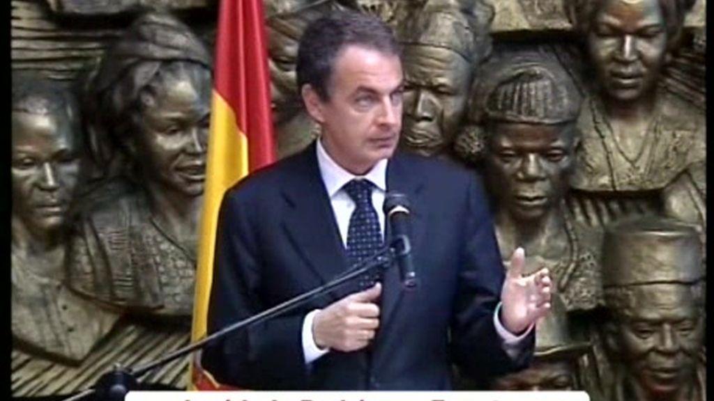 Zapatero responde a Fernández Ordóñez y rechaza una reforma laboral