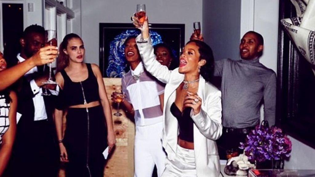 Rihanna y la modelo Cara Delevingne juntas en una alocada fiesta