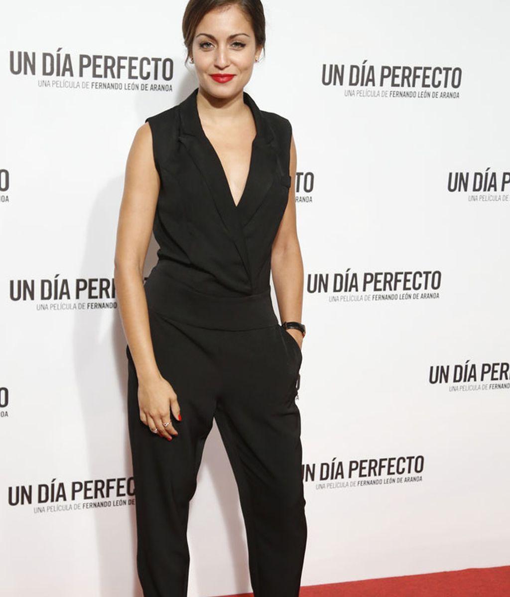 Hiba Abouk, con un jumpsuit negro