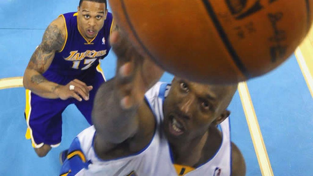 Los Nuggets dan una lección a los Lakers