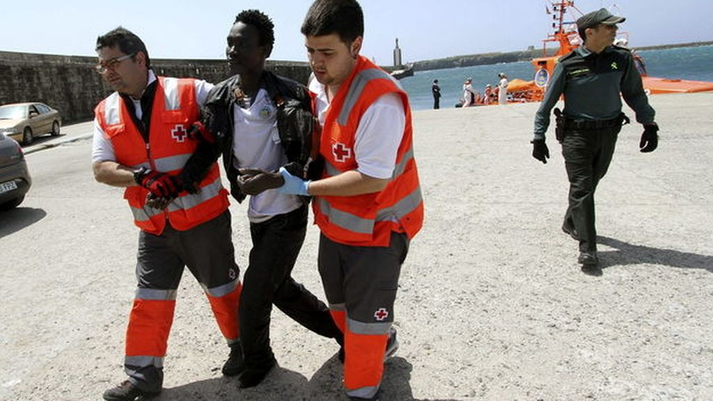 Rescatados 94 inmigrantes, tres bebés, cuando trataban de cruzar el Estrecho