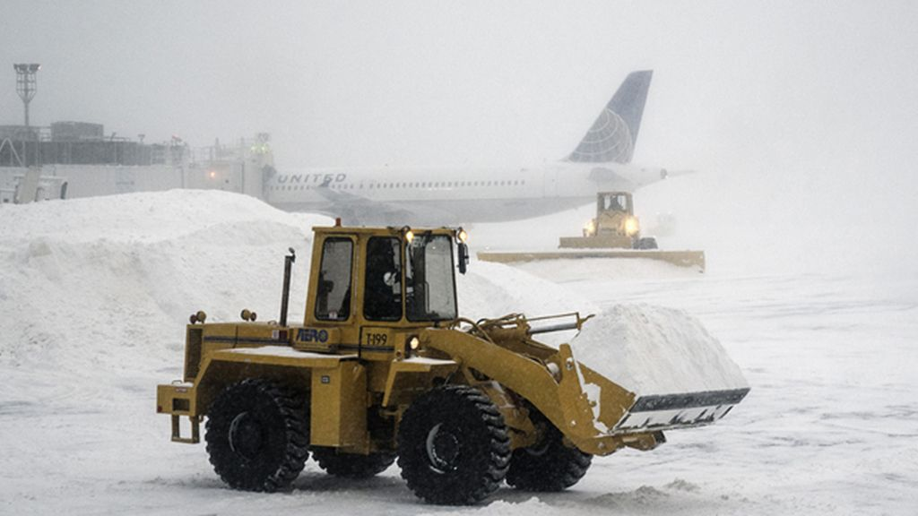 Cierran el aeropuerto JFK de Nueva York después de la salida de pista de un avión