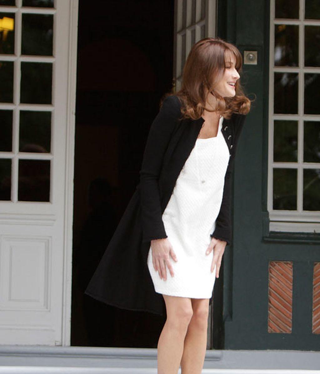 Primer look premama de Carla Bruni