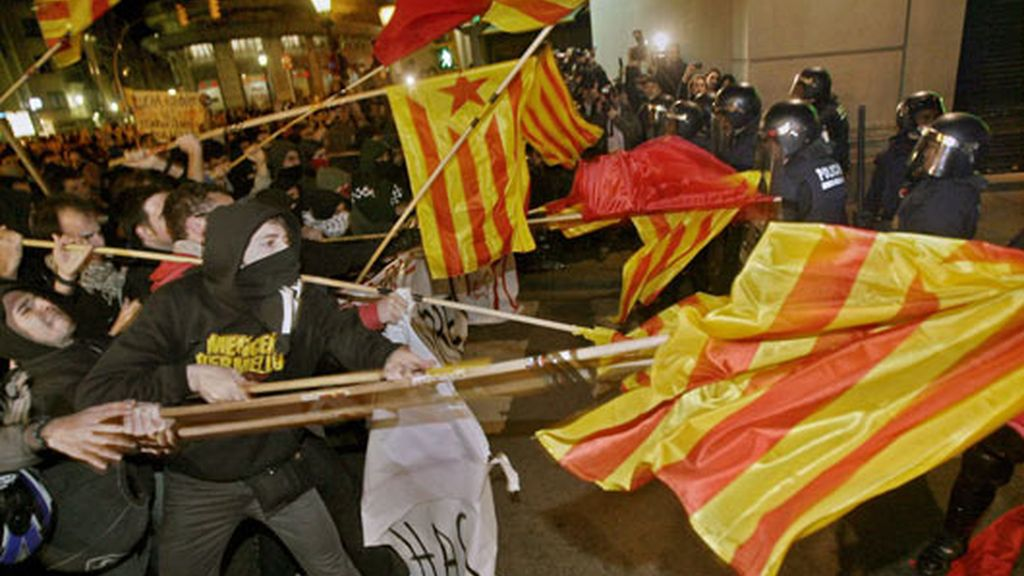 El centro de Barcelona se ha convertido en una batalla campal. Vídeo: Atlas
