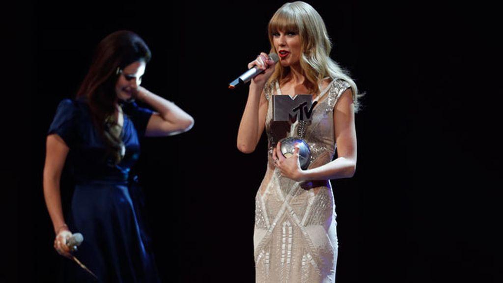 Taylor Swfit recoge uno de sus tres premios