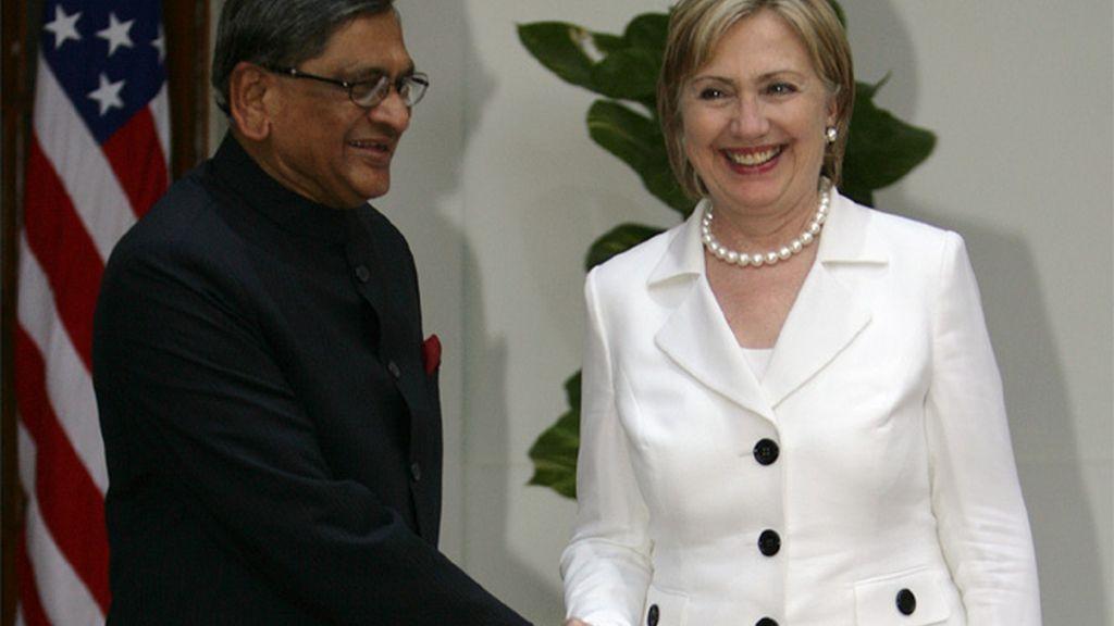 Hillary Clinton y su homólogo indio, Krishna
