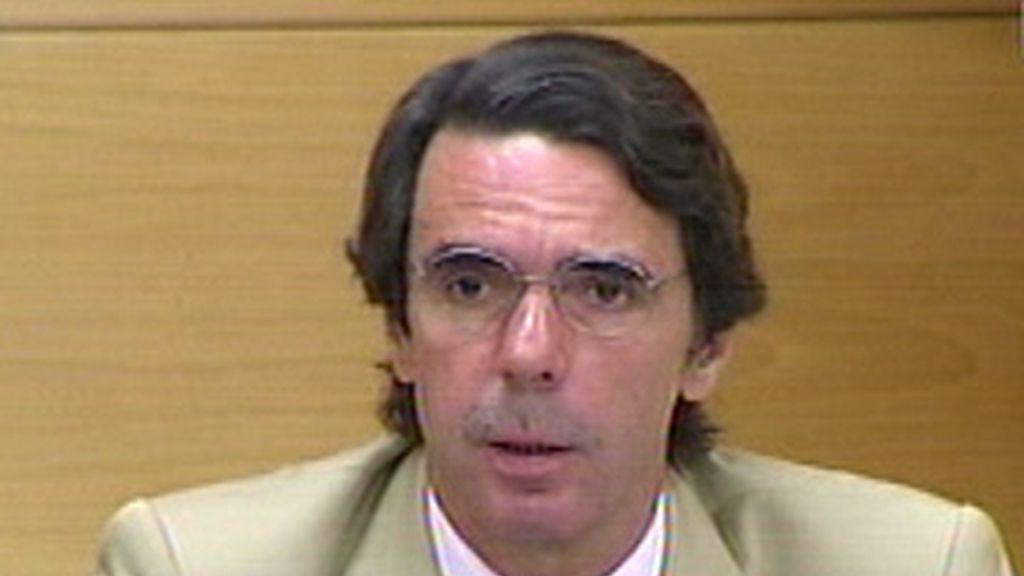 """Aznar dice que cada día que pasa """"es prolongar la agonía de un país que pagará muy caro el precio de la crisis"""""""