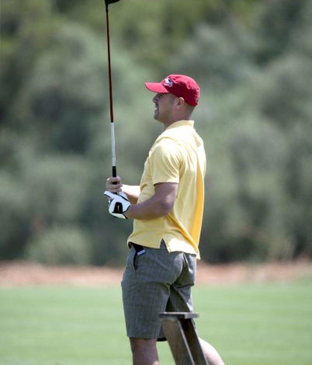 Pepe Reina practica golf en Mallorca