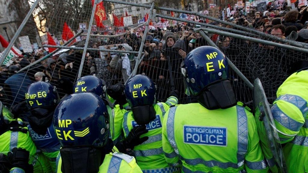 Miles de estudiantes vuelven a protestar en Londres contra la subida de las tasas universitarias