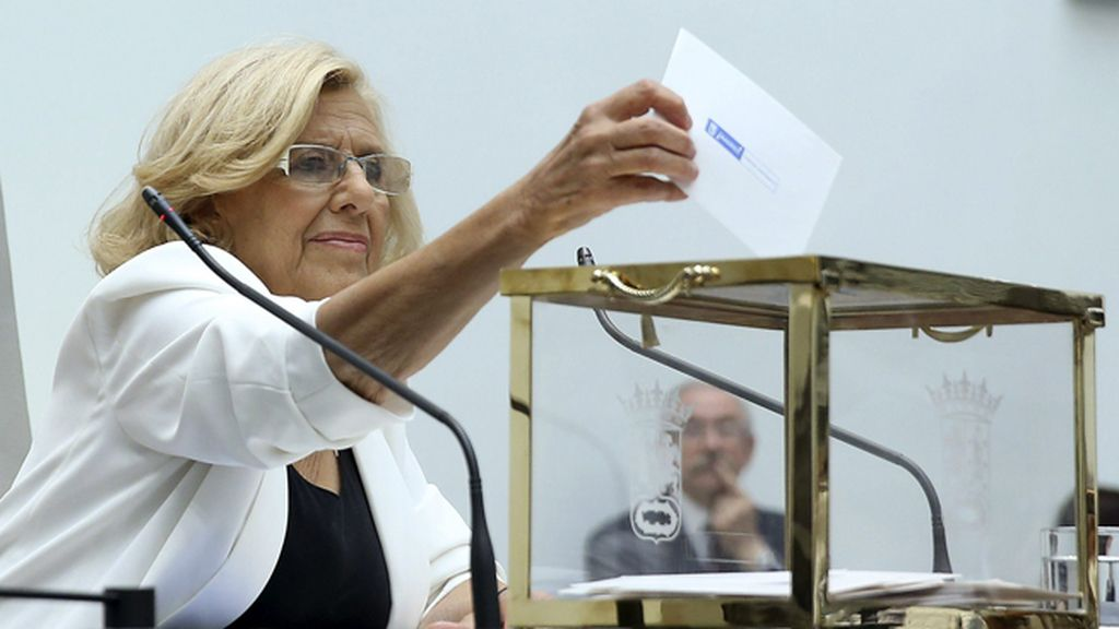 Manuela Carmena vota su candidatura a la alcaldía de Madrid