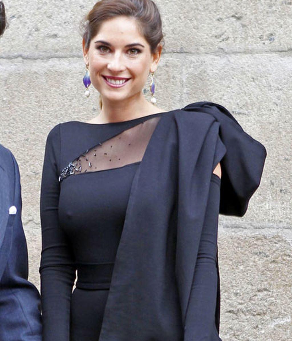 Lourdes Montes, de negro para una boda