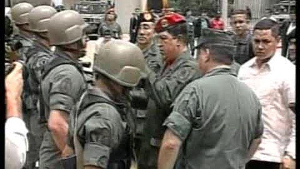 Uribe acusa a Chávez de violar los derechos humanos