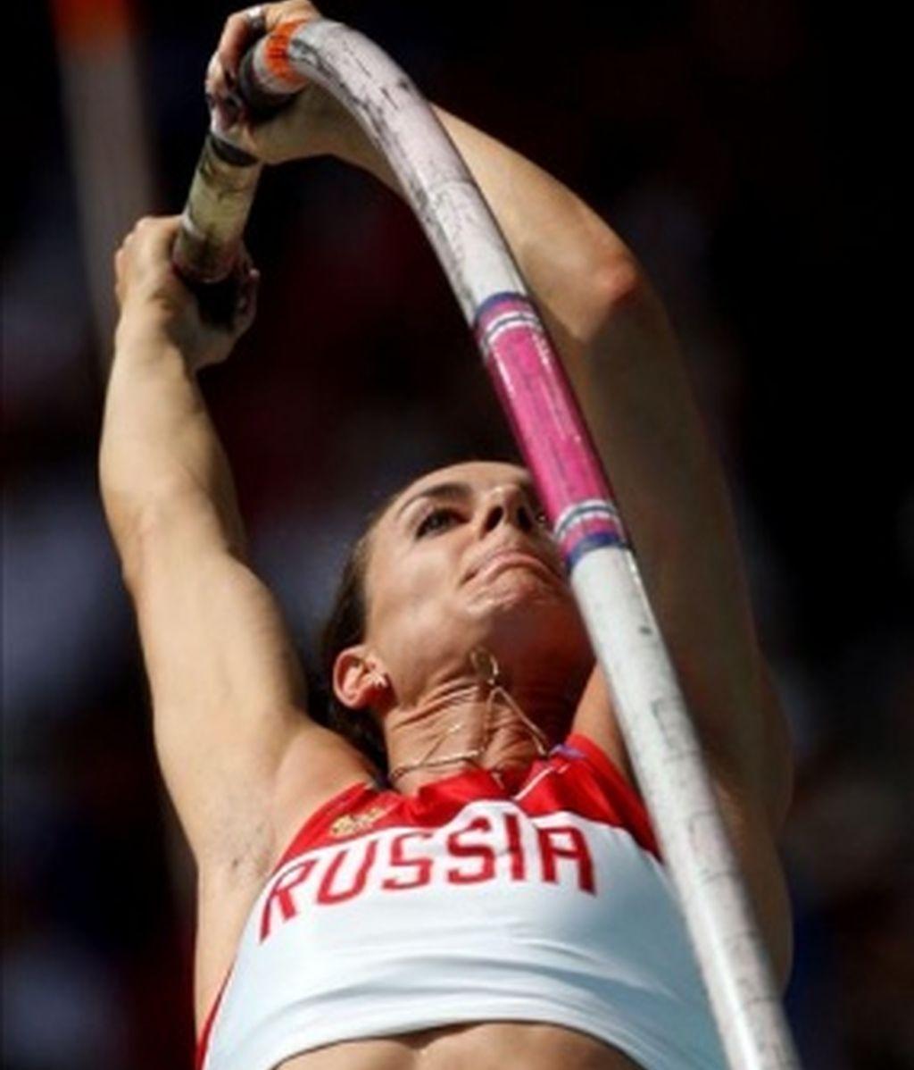 Isinbayeva toca el cielo