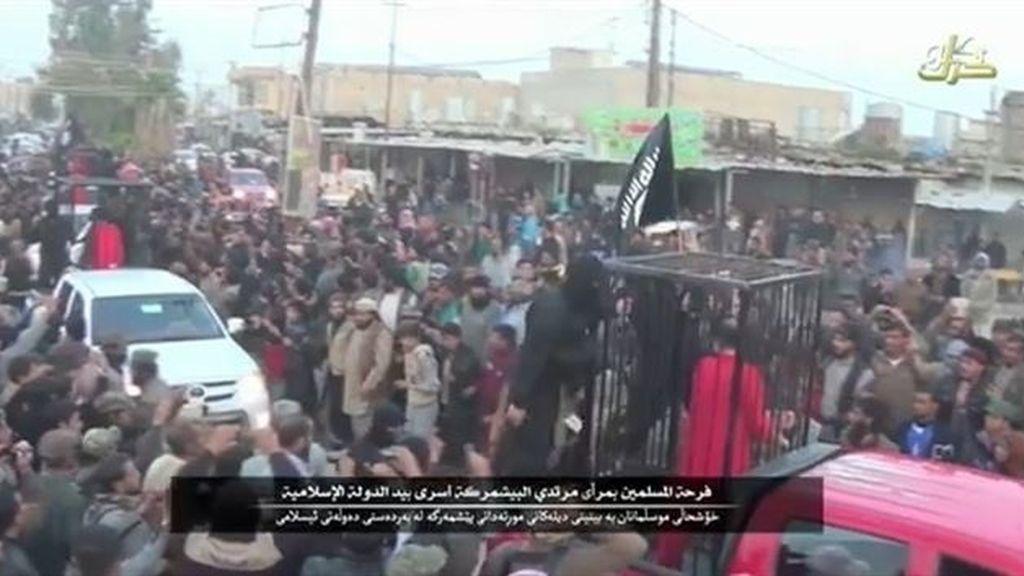Estado Islámico declara en un vídeo que ha ejecutado a 21 peshmerga tras obligarlos a desfilar en jaulas