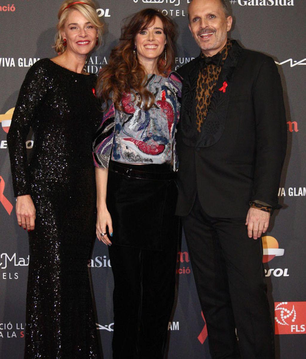 La actriz Pilar López de Ayala, con pelo largo y rizado, no quiso faltar a la gala