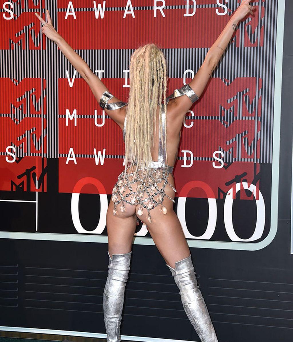 Miley Cyrus dejando poco espacio a la imaginación