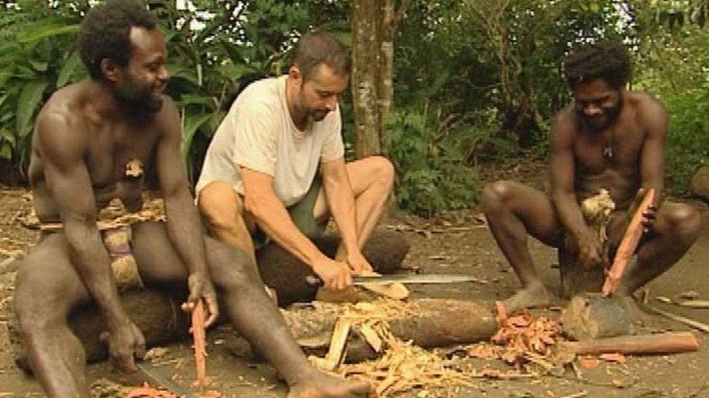 Nuevas tareas para las familias: tallar la madera será el nuevo reto de Miguel