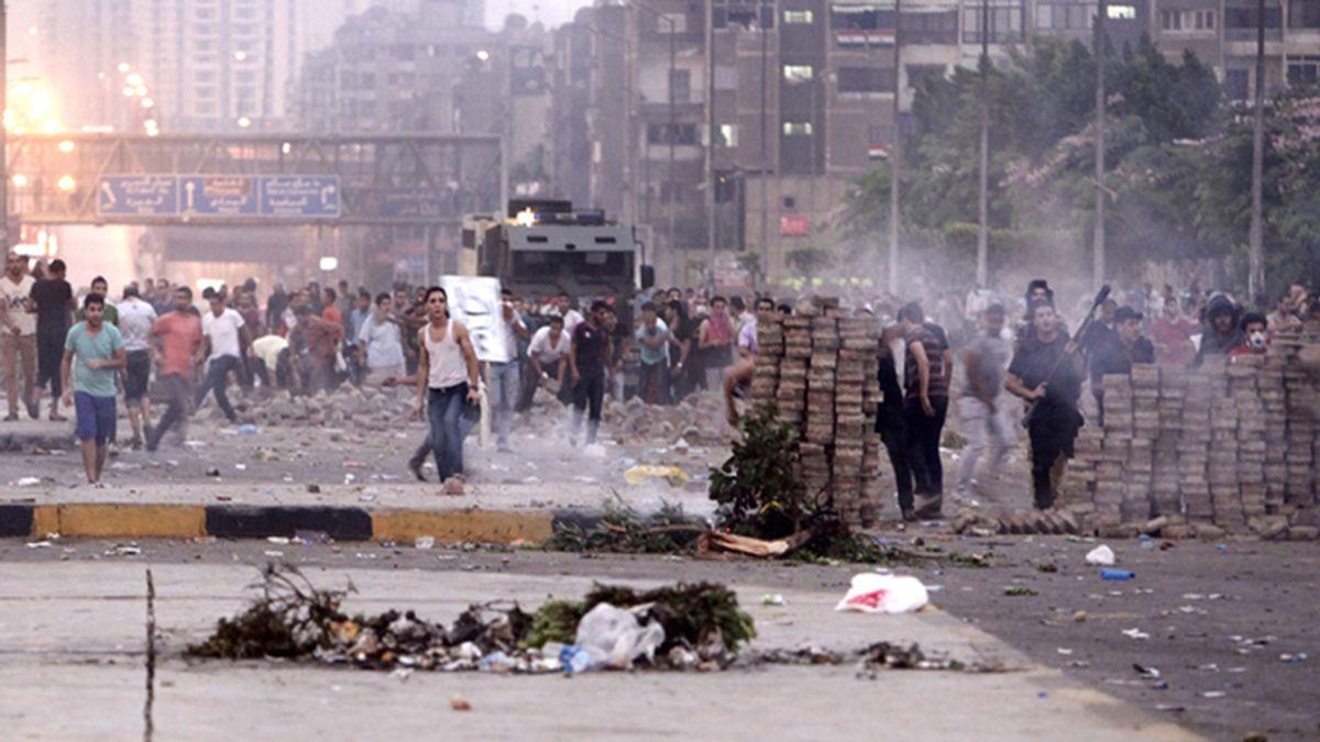 75 muertos y más de un millar de heridos en las protestas de El Cairo