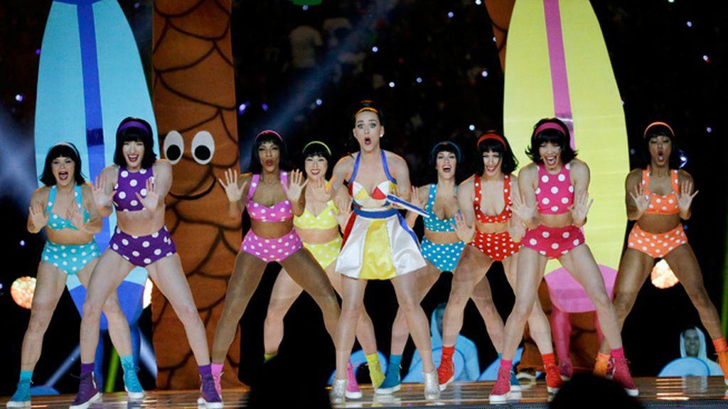 Katy Perry durante la actuación del descanso