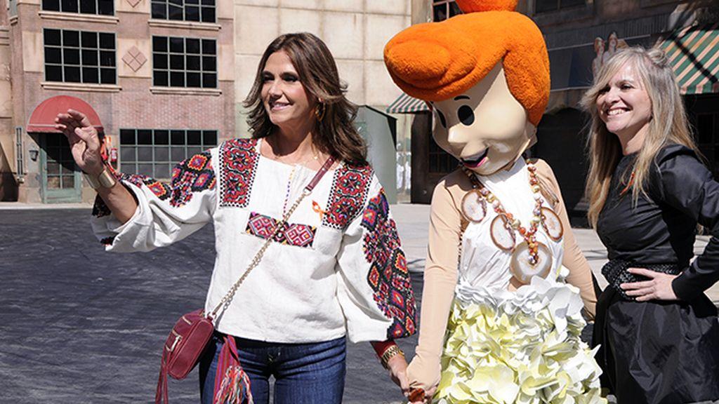 Marina Danko posó orgullosa junto a Vilma Picapiedra, que llevaba uno de sus collares