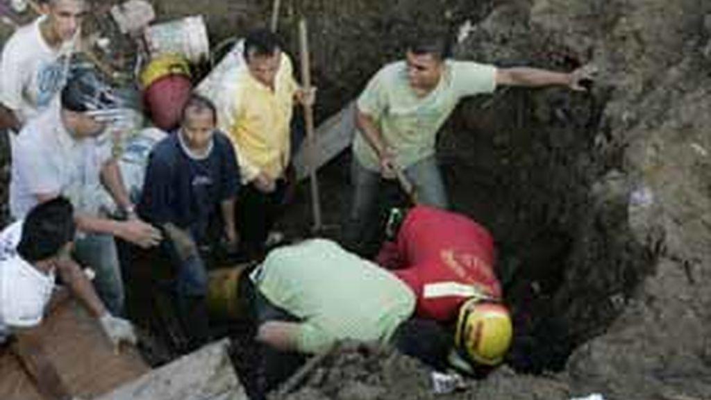 Aumentan a 45 los fallecidos a causa  del alud que sepultó el barrio de la Gabriela