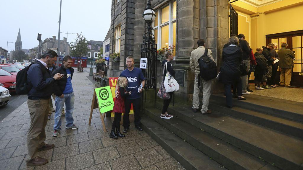 Los escoceses votan en referéndum