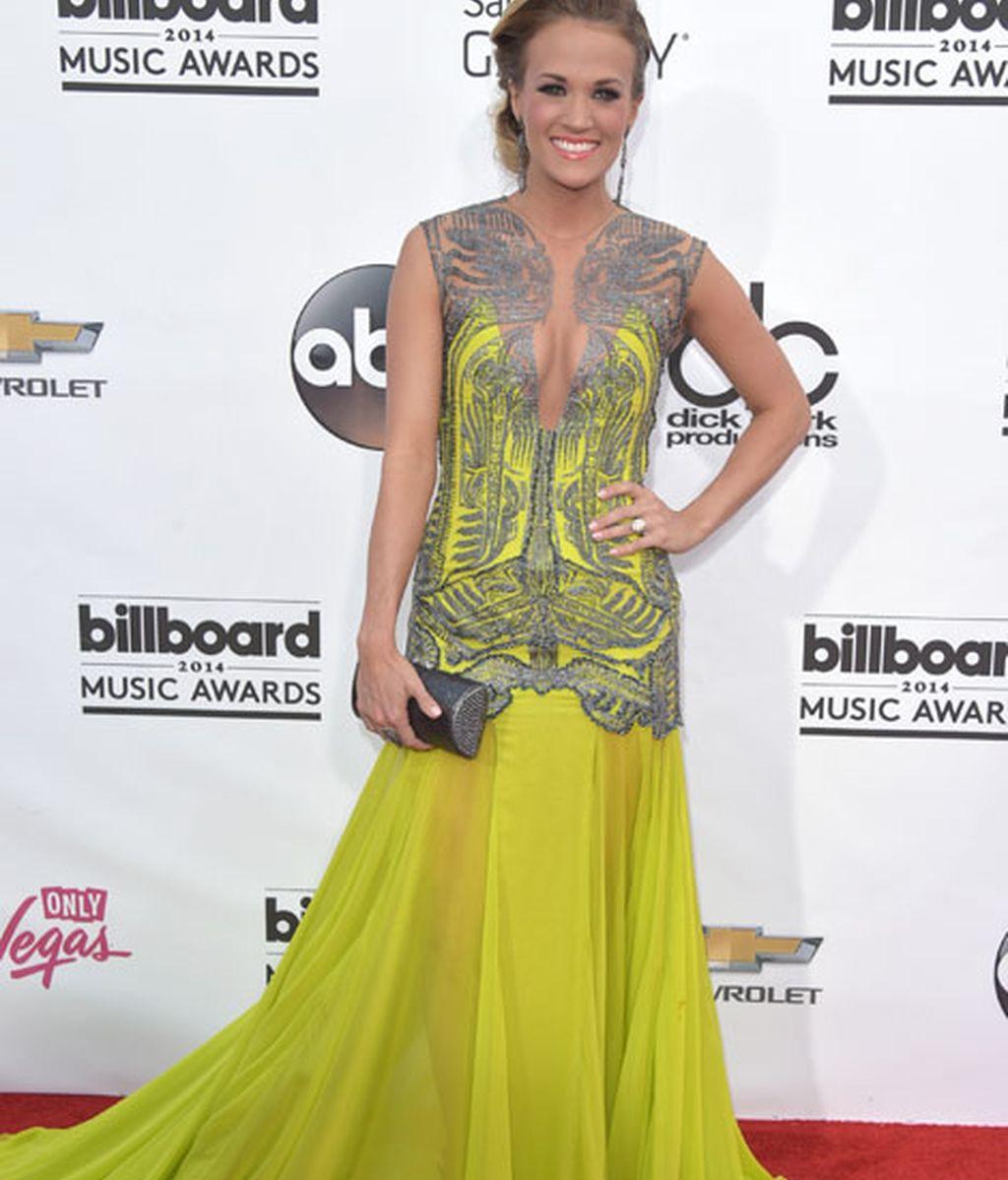 Carrie Underwood con un vestido de Oriett Domenech